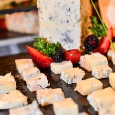 Different kinds of cheese are available so you can choose your favorite or try something new. #Iberostar #cheese #food #gastronomy #buffet #service @ Le Marche