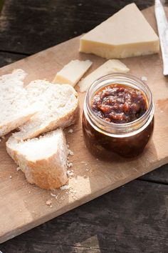Easy to make, Mr.B's Award winning Rhubarb Chutney has a delicious sweet & sour tang and is a real winner. Chutney Recipes, Jam Recipes, Vegan Recipes, Free Recipes, Recipies, Rhubarb Chutney, Christmas Food Gifts, Fruit Preserves, Homemade Pickles