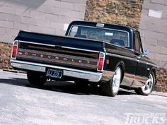 1010cct 03 O+1984 And 1972 Chevrolet Trucks+tailgate