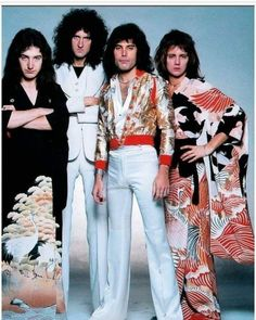 roger taylor, freddie mercury, brian may, and john deacon Discografia Queen, Queen Love, Queen Band, Save The Queen, Rock Queen, John Deacon, Queen Pictures, Queen Photos, Brian May
