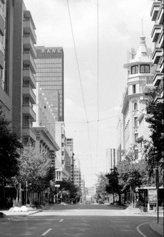Eloff Street, Polliacks building on left. Johannesburg Skyline, My Family History, Historical Pictures, Back In The Day, South Africa, Landscape Photography, Street View, Building, Places