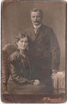FREE vintage photo from Alexadra Eitel's Gallery from Picasa web albums. There are 44 freebie photos. #vintage #photos #people