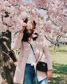 Travel outfit japan spring cherry blossoms 16 ideas Source by outfits 2020 Japan Spring Fashion, Spring Outfits Japan, Japan Outfits, Travel Outfit Spring, Ootd Spring, Korean Spring Outfits, Travel Ootd, Travel Fashion, Spring Korea