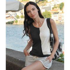 """Das vegane Leinenshirt """"Yin Yang"""" wird Dich begeistern. Das luftige Shirt in Wickeloptik, das bis zur Taille festgesteppt ist und sich dann leger kaschierend legt, ist der absolute Hingkucker. Das Leinenshirt ist angenehm kühlend im Sommer und sehr Hautverträglich. Lässt sich gut kombinieren mit Jeans oder Rock und einem Blazer dazu. Produziert wurde in Portugal in kontrollierten GOTS Betrieben. 100% vegan und nachhaltig."""