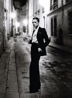 VOGUE: HELMUT NEWTON
