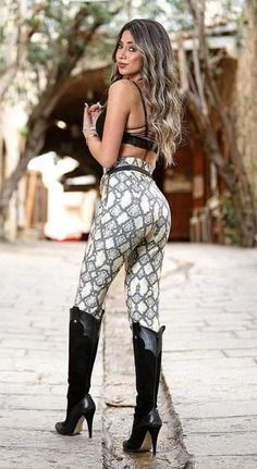 Womens Fashion Jeans Boots Leggings 59 Ideas For 2019 Boots And Leggings, Tight Leggings, Jeans And Boots, Women's Fashion Leggings, Legging Outfits, Sexy Outfits, Fashion Outfits, Womens Fashion, Fashion Boots