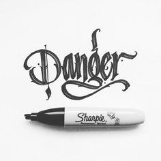 Chicano Lettering, Graffiti Lettering Fonts, Tattoo Lettering Fonts, Graffiti Alphabet, Lettering Styles, Lettering Design, Calligraphy Fonts Alphabet, Font Art, Graffiti Drawing