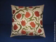 Купить Ручная вышивка тюльпаны на бежевом, интерьерная подушка. - бежевый, вышитая наволочка, декоративная подушка