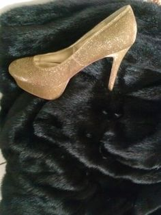 """""""Glam-Fabulous Glittering Gold Evening   Shoes """""""