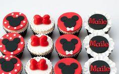 preparacion de cupcakes de Mickey Mouse
