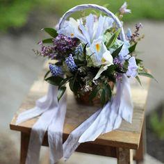 12 Flower Baskets Your Flower Girl Will Love ~ Spring basket in purple: Floral Verde Flower Girl Basket, Flower Baskets, Mon Cheri Bridal, White Flower Girl Dresses, Dream Wedding, Wedding Things, Long Wedding Dresses, Flower Arrangements, Beautiful Flowers