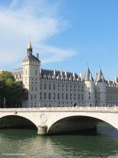 Pont au Change #bridge and Conciergerie - Palais de Justice on Ile de la Cité in #Paris www.travelfranceonline.com #France