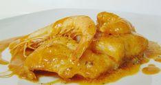 Lomos de bacalao en sabrosa salsa de langostinos. Un plato muy sencillo e ideal en ocasiones especiales. Turkey, Chicken, Meat, Food, River, Gourmet, Roasted Almonds, Fish Recipes, Cod Fish