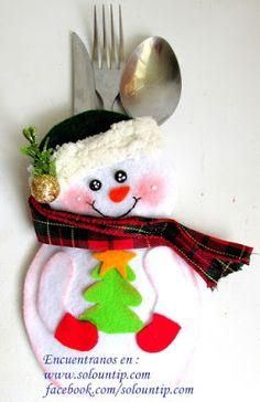 Haz bonitos porta cubiertos navideños en fieltro paso a paso ~ lodijoella Felt Christmas Decorations, Christmas Crafts, Xmas, Christmas Ornaments, Holiday Decor, Christmas Ideas, Diy Home Crafts, Sewing Crafts, Sewing Projects