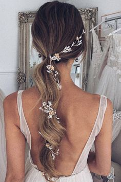 Choosing what hair to wear to a wedding can be a conundrum (whether you're the bride or a guest) – how to make it modern enough to feel current, but not so tied to the times that it dates in photos? Anyone who's watched Four Weddings & A Funeral will know Elegant Wedding Hair, Wedding Hair Pieces, Wedding Updo, Perfect Wedding, Hair Up Wedding Styles, Hair Ideas For Wedding Guest, Boho Wedding, Curled Wedding Hair, Romantic Bridal Hair