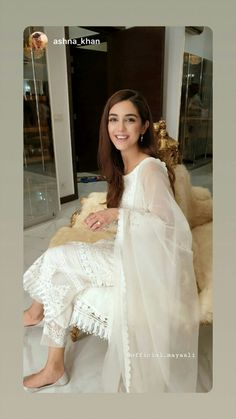 Pakistani Fashion Party Wear, Pakistani Couture, Pakistani Wedding Dresses, Pakistani Dress Design, Pakistani Outfits, Stylish Dress Designs, Stylish Dresses, Fashion Dresses, Ethnic Outfits