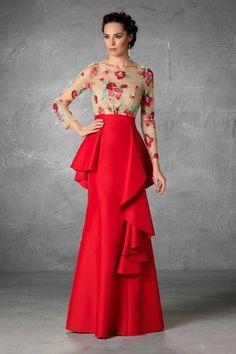 Dresses of Madrina Esthefan and Fiesta 2018 - Creating Trend - Entrenovias Gala Dresses, Dress Outfits, Fashion Dresses, Bride Dresses, Elegant Dresses, Pretty Dresses, Formal Dresses, Formal Wear, Godmother Dress