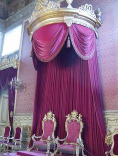 Royal Baby Rooms, Royal Room, Royal Furniture, Victorian Furniture, Interior Design History, Luxury Interior Design, Royal Throne, Palace Interior, Altar