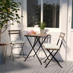 TÄRNÖ chairs, outdoor – black acacia, gray-brown stained light brown stained steel – IKEA – Keep up with the times. Outdoor Table Tops, Outdoor Tables And Chairs, Outdoor Dining Furniture, Patio Dining, Outdoor Decor, Balcony Table And Chairs, Modern Furniture, Recycled Furniture, Rustic Furniture