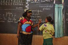 Inklusive Schule #CEFISE in #Ouagadougou. Kinder mit und ohne #Behinderung lernen hier gemeinsam. Credit: Aleksandra Pawloff #Bildung #Schule #BurkinaFaso Dj, Education, School, Studying, Kids