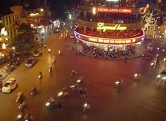 Centro de Hanoi Vietnam!!  #hanoi #vietnam #viajaporelmundoweb #nickisix360 #elmundito #travel #traveler #traveling #trip #nice #traveling #travel #travelers #placeofworld #place #rtw #beautiful #center #pic #night #beautifulnight #photo #travelphotography