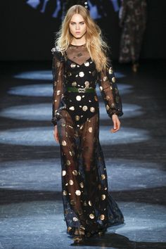 Monique Lhuillier Fall 2016 Ready-to-Wear Fashion Show  http://www.theclosetfeminist.ca/  http://www.vogue.com/fashion-shows/fall-2016-ready-to-wear/monique-lhuillier/slideshow/collection#5