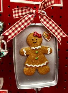 bb posted Gingerbread girl ornament to their -christmas xmas ideas- postboard via the Juxtapost bookmarklet. Gingerbread Christmas Decor, Gingerbread Decorations, Gingerbread Ornaments, Christmas Candy, Gingerbread Man, Homemade Christmas, Christmas Themes, Christmas Cookies, Holiday Crafts