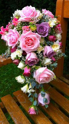 The Chic Technique: Pastel cascading bridal bouquet. Bridal Flowers, Flower Bouquet Wedding, Pretty Flowers, Floral Wedding, Bridesmaid Flowers, Bride Bouquets, Floral Bouquets, Special Flowers, Deco Floral