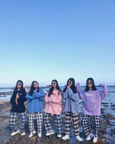 Korean Best Friends, Boy And Girl Best Friends, Cute Friends, 5 Best Friends, Matching Outfits Best Friend, Friend Outfits, Korean Girl Photo, Cute Korean Girl, Cute Friend Pictures