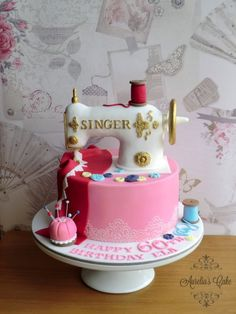 48 Ideas sewing machine cake ideas mom for 2019 Sewing Machine Cake, Sewing Cake, Sewing Machines, Beautiful Cakes, Amazing Cakes, Fondant Cakes, Cupcake Cakes, Quilted Cake, Bithday Cake