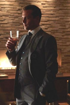 Harvey Specter wearing Tom Ford Three Piece Peak Lapel Suit, Harry Rosen French Cuff Dress Shirt