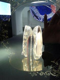 Swarovski Crystal World - Hires Louboutin balerinacipők. Az Innsbrucki márkaüzlet kiállításán.