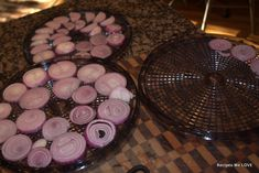 Recipes We Love: How to dry onions using a food dehydrator Raw Dessert Recipes, Raw Food Recipes, Mexican Food Recipes, Dehydrated Onions, Dehydrated Food, Canning Recipes, Canning Tips, Jar Recipes, Freezer Recipes