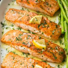 Flavorful, easy to make salmon with a simple garlic lemon butter sauce. Seared i.- Flavorful, easy to make salmon with a simple garlic lemon butter sauce. Seared i… Flavorful, easy to make salmon with a simple garlic… - Seared Salmon Recipes, Pan Seared Salmon, Baked Salmon, Lemon Garlic Salmon, Pan Fried Salmon, Easy Salmon Recipes, Simple Salmon Recipe, Salmon With Skin Recipes, Best Salmon Recipe