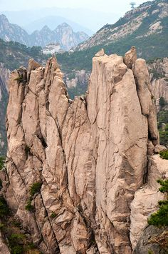 Huangshan by Arbin Li, via Flickr Chinese Mountains, Mount Rushmore, Gallery, Nature, Travel, Viajes, Naturaleza, Destinations, Traveling