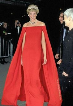 HRH Princess Diana looking so regal, elegant and fabulous. Same dress as Lupita Nyongo dresses of lady di - Pesquisa Google