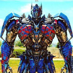 : @tf.daily / @adam.glam The dark side of Optimus Prime aka Nemesis Prime! #NemesisPrime #Transformers5 #TheLastKnight ❤️