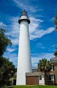 Simons Island Light, Georgia by Divonsir Borges Yosemite National Park, National Parks, Beautiful Buildings, Beautiful Places, Places Around The World, Around The Worlds, Places To See, Places Ive Been, Scenic Photography