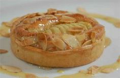 Des Cahill serves up warm pear and almond tart. Kevin Dundon Recipes, Cookie Desserts, Dessert Recipes, Pear And Almond Tart, Kevin Cook, Irish Recipes, Food To Make, Delish, Sweets