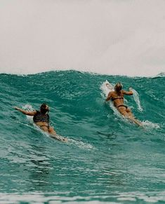 Surf Girls, No Wave, Surfing Pictures, Beach Pictures, Outdoor Pictures, Beach Aesthetic, Summer Aesthetic, Aesthetic Girl, Photo Surf