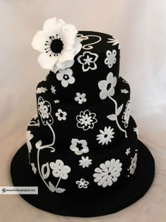 black white cake that has so many potential variation possibilities. Bling Wedding Cakes, Floral Wedding Cakes, Fall Wedding Cakes, Beautiful Wedding Cakes, Gorgeous Cakes, Amazing Cakes, Anemone Wedding, Fancy Cakes, Cute Cakes