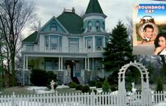 """A look inside the real Bed and Breakfast from the Bill Murray movie """"Groundhog Day"""" known as the Cherry Street Inn. Up Movie House, Movies In London, Groundhog Day Movie, Honeymoon Cottages, Outer Banks Beach, Home Again, Interior Photo, Filming Locations, Spanish Style"""