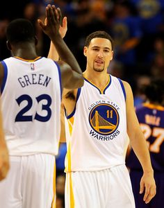 Description of . Golden State Warriors' Klay Thompson (11) high fives teammate Draymond Green (23) in the fourth quarter of their game against the Los Angeles Lakers at Oracle Arena in Oakland, Calif., Saturday, Nov. 1, 2014. (Anda Chu/Bay Area News Group)