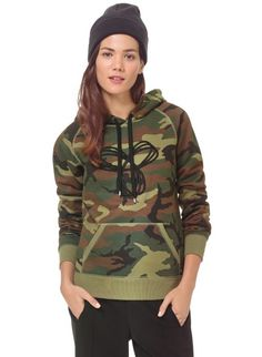 Check out women's street & throwback sportswear from Tna, one of Aritzia's exclusive brands. Shop the custom graphics and exaggerated proportions Tna is known for. Fall Outfits, Cute Outfits, Plus Size Fall Outfit, T Shirts For Women, Clothes For Women, Camo Print, Swagg, Hoodies, Sweatshirts