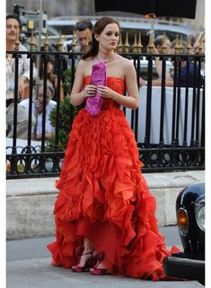 Blair Waldorf dress: Oscar De La Renta one of my favorite dresses ever Gossip Girl Blair, Gossip Girls, Fiesta Gossip Girl, Moda Gossip Girl, Estilo Gossip Girl, Blair Waldorf Gossip Girl, Gossip Girl Outfits, Gossip Girl Fashion, Gossip Girl Gowns