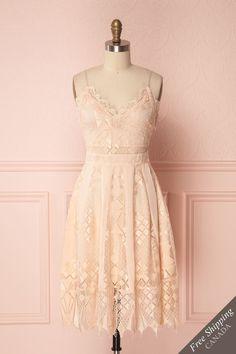 Sokona from Boutique 1861 Grad Dresses, Short Dresses, Formal Dresses, Chiffon Material, Facon, Dream Dress, New Dress, Spring Fashion, Fashion Outfits