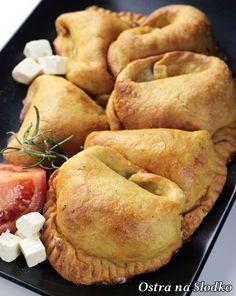 Potato dumplings with chicken filling Great Recipes, Vegan Recipes, Cooking Recipes, Feta, Best Pumpkin Bread Recipe, Polish Recipes, Appetisers, Empanadas, Vegan Dishes