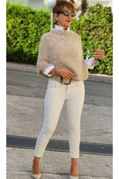 Fall Fashion Outfits, Casual Fall Outfits, Look Fashion, Winter Outfits, Cute Outfits, Summer Office Outfits, Poncho Sweater, Knitted Poncho, Hand Knitted Sweaters