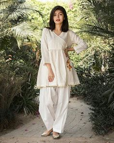 Pakistani Fashion Party Wear, Pakistani Fashion Casual, Indian Fashion Dresses, Indian Designer Outfits, Designer Dresses, Pakistani Outfits, Stylish Dresses For Girls, Stylish Dress Designs, Designs For Dresses
