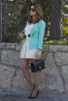 Fashion and Style Blog / Blog de Moda . Post: Friday's Look / Look del viernes .More pictures on/ Más fotos en : http://www.ohmylooks.com . Llevo / I was wearing : Chaqueta / Jacket : Primark ; Shorts : H&M (Old ) ; Bolso / Bag : Chanel ; Zapatos / Shoes : Pilar Burgos